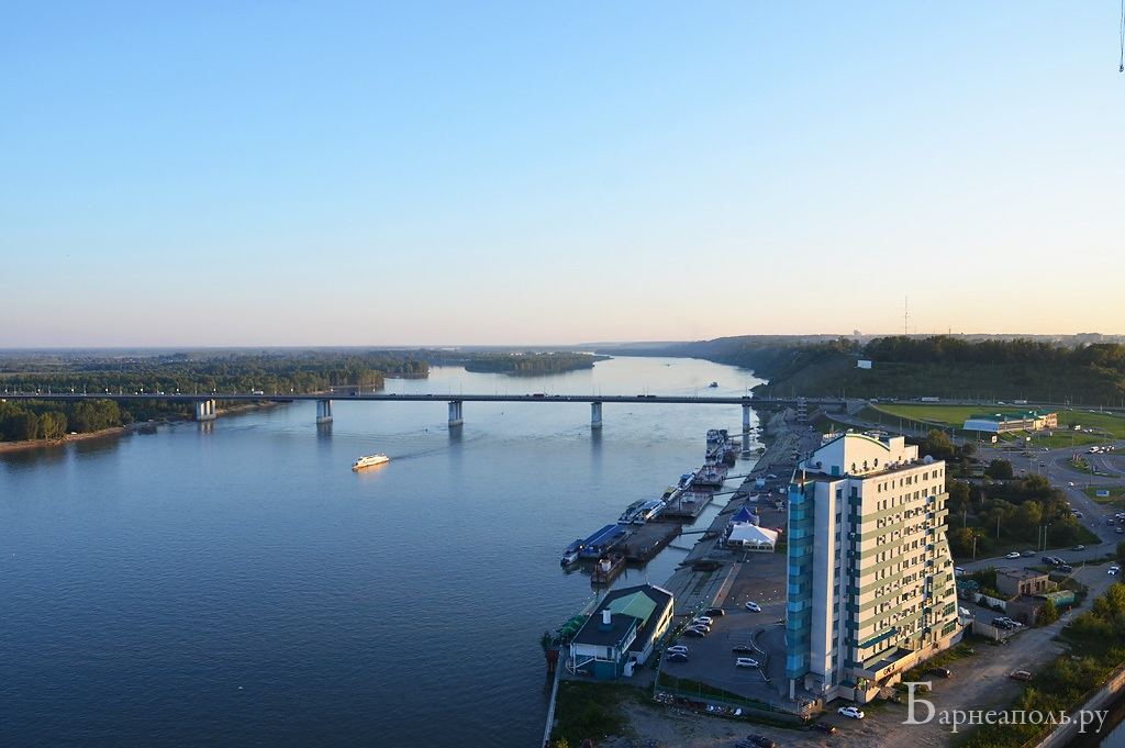 Обь, Новый мост и БЦ Парус
