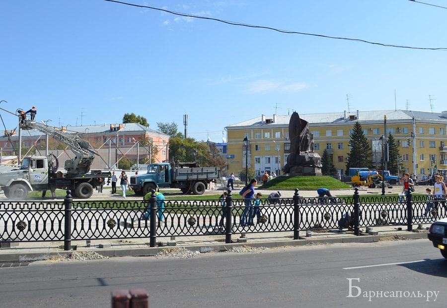 Благоустройство территории вокруг памятника на пл. Октября